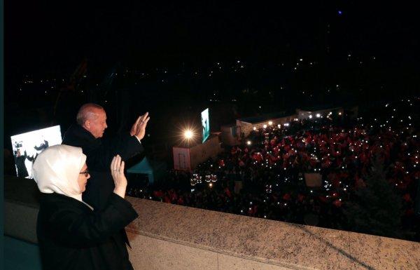 Cumhurbaşkanı Erdoğan balkon konuşmasını yaptı