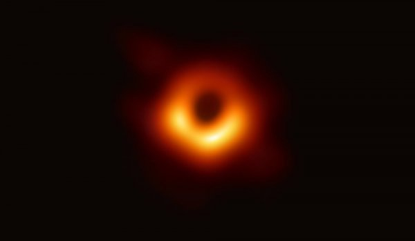 NASA, merakla beklenen ilk kara delik fotoğrafını yayınladı