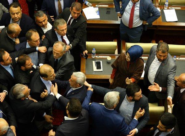 Mansur Yavaş'ın meclis toplantısında kavga çıktı