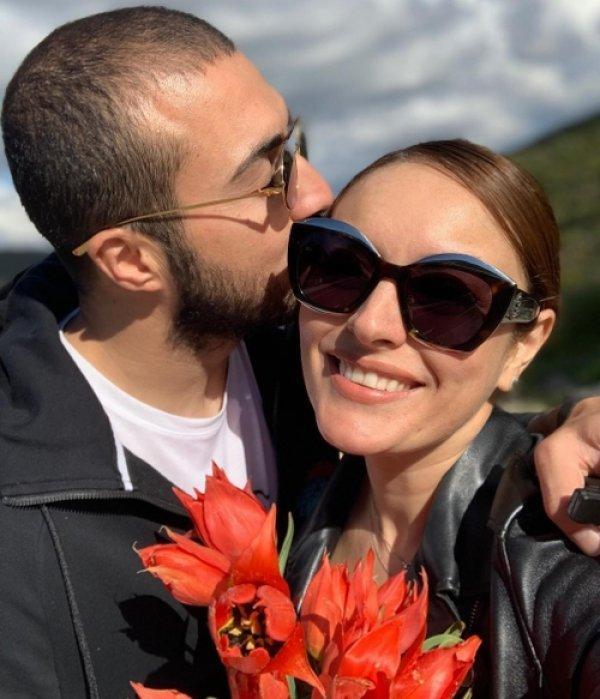 Ezgi Mola'dan aşk paylaşımları