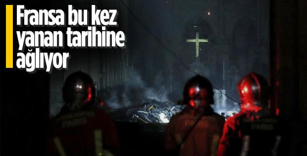 Macron yangının olduğu Notre Dame Katedrali'nde