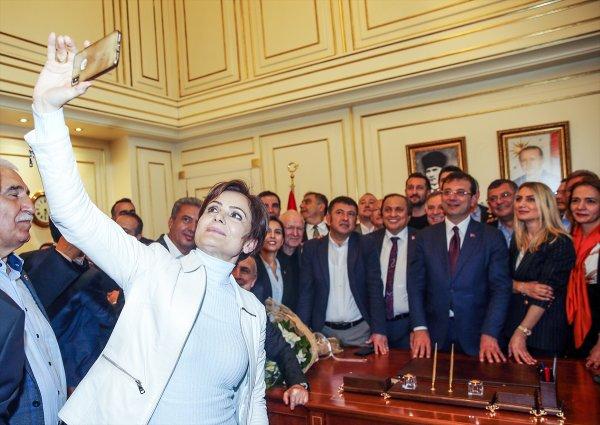 CHP'den İBB binasında selfie'yle kutlama