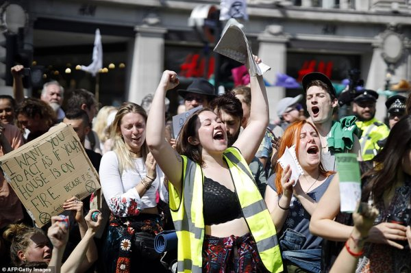 Londra'da eylemlerin önüne geçilemiyor