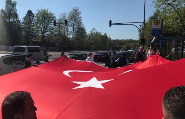 Almanlar Türk düğün konvoylarından rahatsız oldu