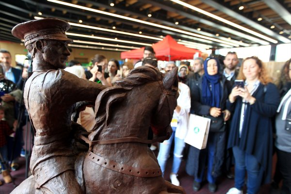 500 kilogram çikolatadan Atatürk Anıtı