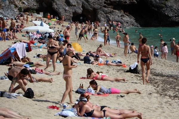 Türkiye'ye turist akını başladı
