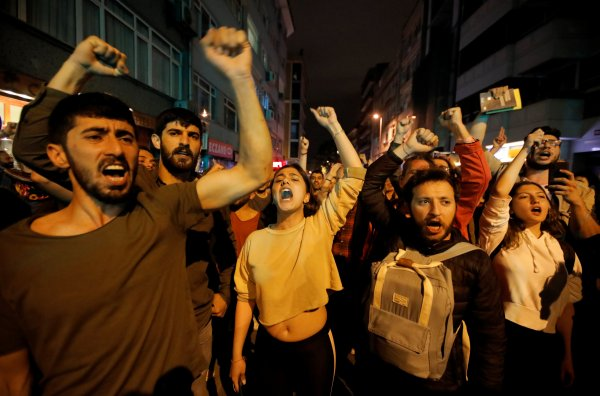 İstanbul genelinde YSK protestoları