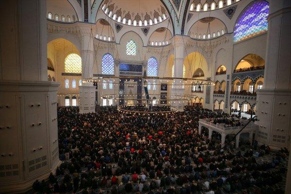 İstanbullular Çamlıca Camisi'ne akın etti