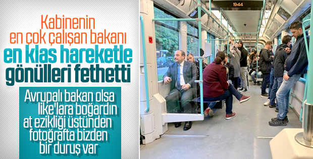Tramvayda bir bakan: Mustafa Varank
