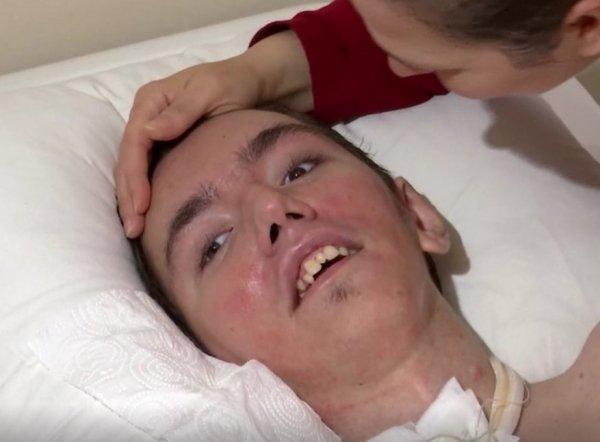 Girdiği iddia sonucu felç kalan genç yardım bekliyor