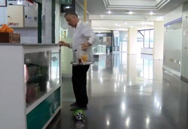 Bursa'da ayağından tedavi gören çaycının ilginç çözümü