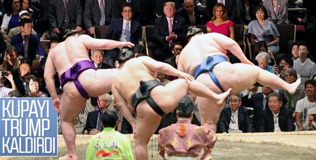 Trump sumo güreşi izledi