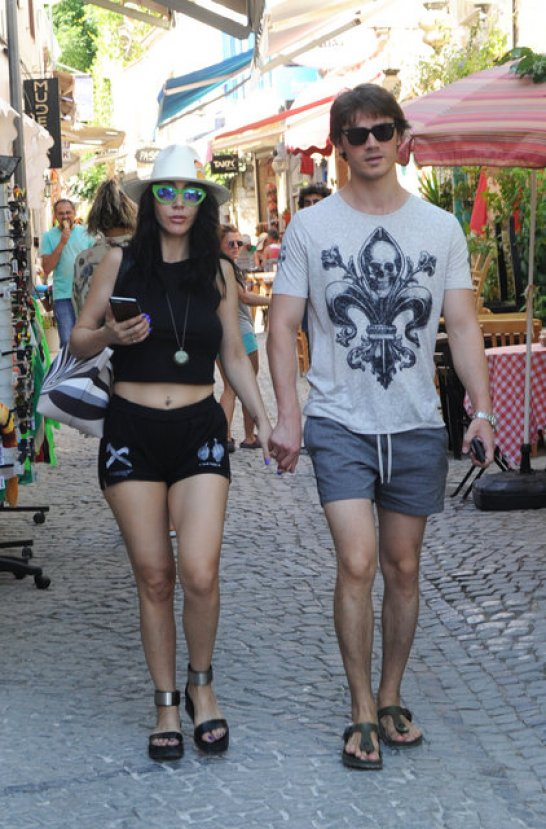 Hande Yener halı saha meraklısı nişanlısından ayrıldı