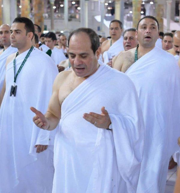 Darbeci Sisi, umre yaptı