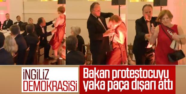 İngiliz Bakan kadın eylemciye saldırdı