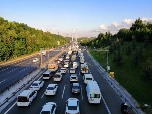 FSM'de kapanan şeritler trafiğe neden oldu