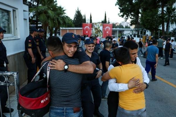 Erken terhis olan askerler evlerine dönmeye başladı