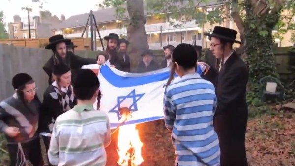 Ultra Ortodoks Yahudiler İsrail bayrağını yaktı