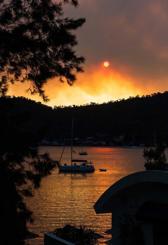 Muğla'da orman yangını giderek büyüyor