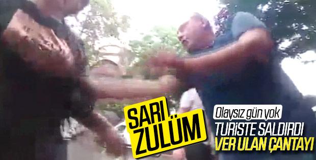 Beyoğlu'nda bir taksici turisti darbetti