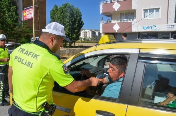 Yurt genelinde taksici denetlemesi: 19 şoför gözaltında