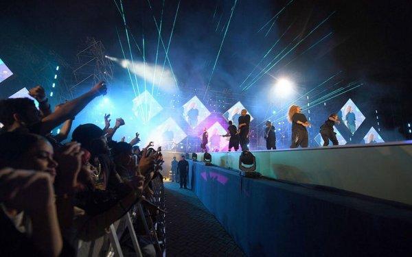 Mekke'nin yanı başında müzik festivali