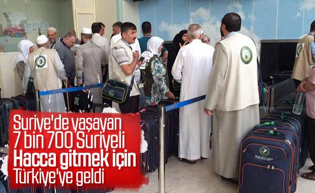 Suriyeliler Türkiye'den hacca gidiyor
