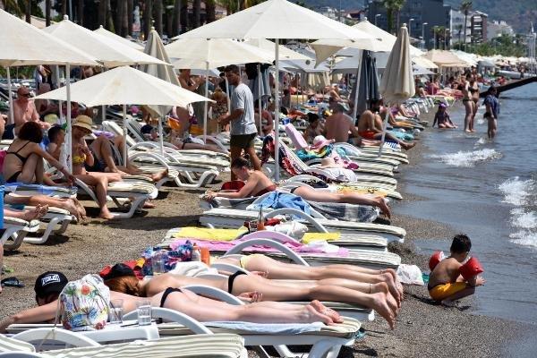 Marmaris plajlarında yer kalmadı