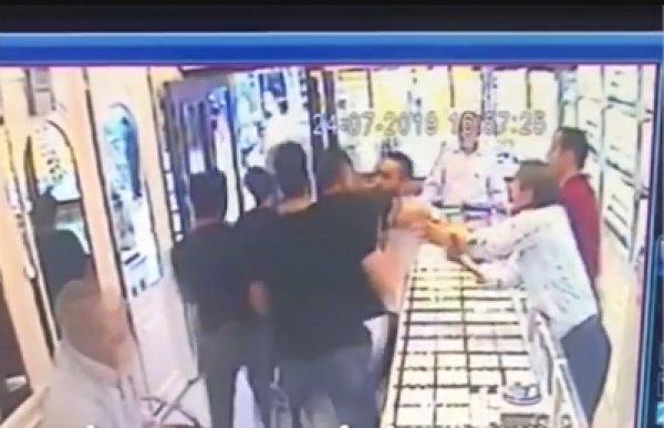 Ümraniye'de polisin kuyumcuya tepki çeken müdahalesi