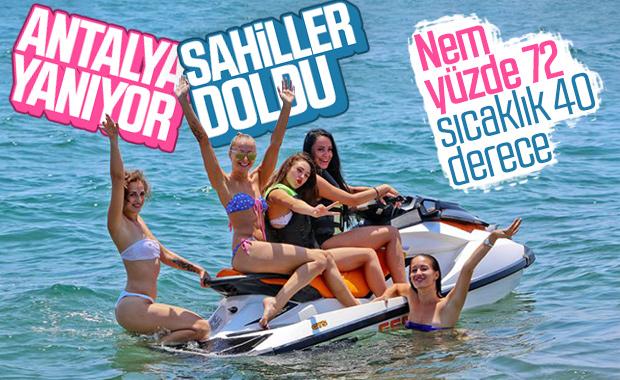 Antalya'da sıcak hava nemle birleşti