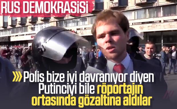 Rus polisi röportaj yapan eylemciyi de gözaltına aldı