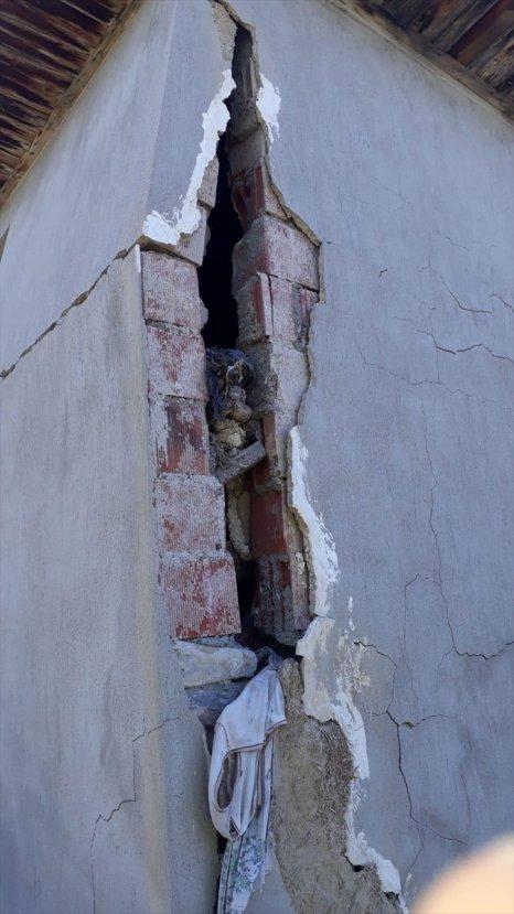 Denizli'deki depremden ilk görüntüler