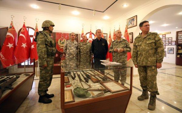 Komuta kademesi Kıbrıs'taki birlikleri denetledi