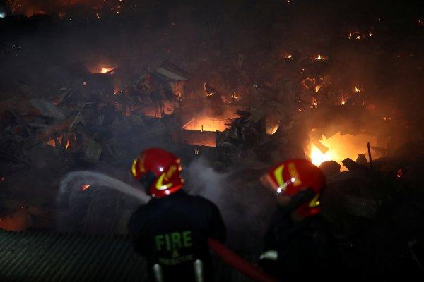 Bangladeş'teki yangında 50 bin kişi evsiz kaldı