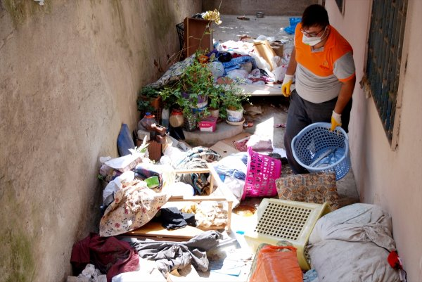 Ataşehir'de çöp ev temizlendi