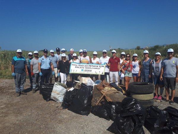 Fethiye'de vatandaşların gönüllü çöp temizliği