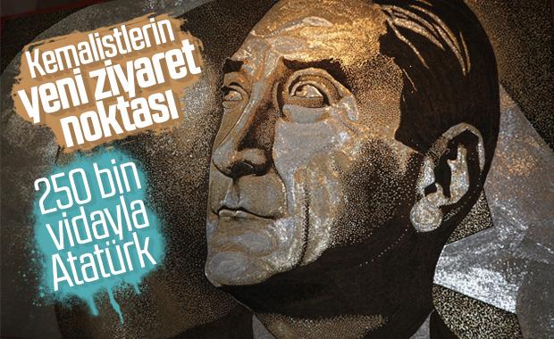 Arnavut sanatçı 250 bin vidayla Atatürk portresi yaptı
