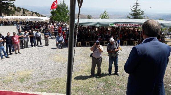 Abdüllatif Şener küçük bir toplulukla miting yaptı