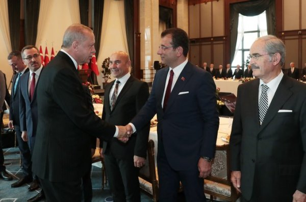 Cumhurbaşkanı Erdoğan ile İmamoğlu'nun sandalye diyaloğu