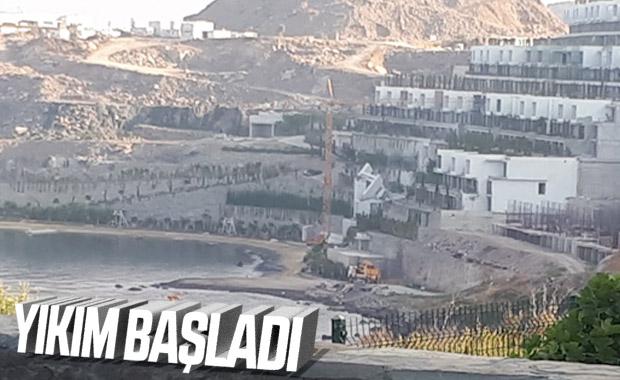Bodrum'da kaçak yapıların yıkımı