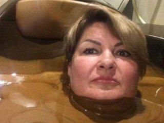 Vali danışmanı çikolata ile yıkandı