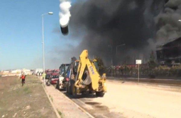 Tuzla'da yanan fabrikada patlama meydana geldi