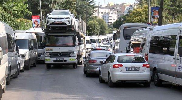 Şişli'de servislerin park sorunu trafiğe neden oluyor