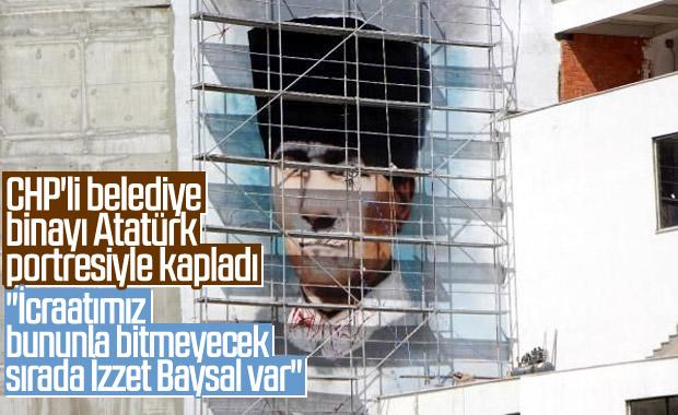 Bolu'da belediye binası duvarına dev Atatürk portresi
