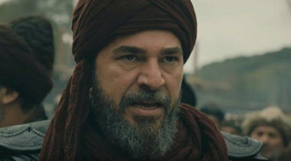 Engin Altan Düzyatan sakallarını kesti