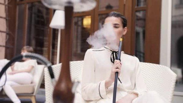 Hollanda'dan restoran ve kafelere sigara yasağı