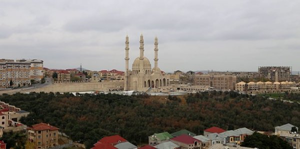 Azerbaycan'da hoparlörden ezan okumaya yasak geldi