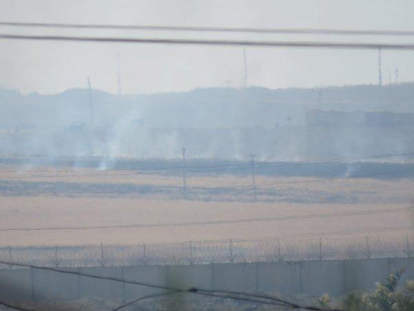 YPG'li teröristler SİHA'lara karşı otları yaktı