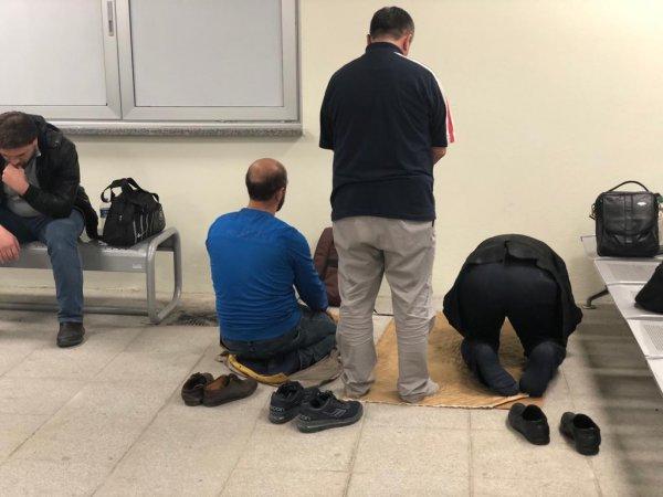 Söğütlüçeşme Marmaray istasyonunda mescit yok