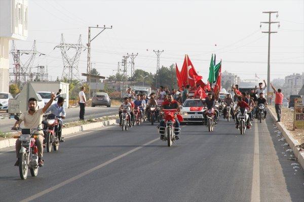 Tel Abyad'ın kurtuluşu sınırda konvoyla kutlandı
